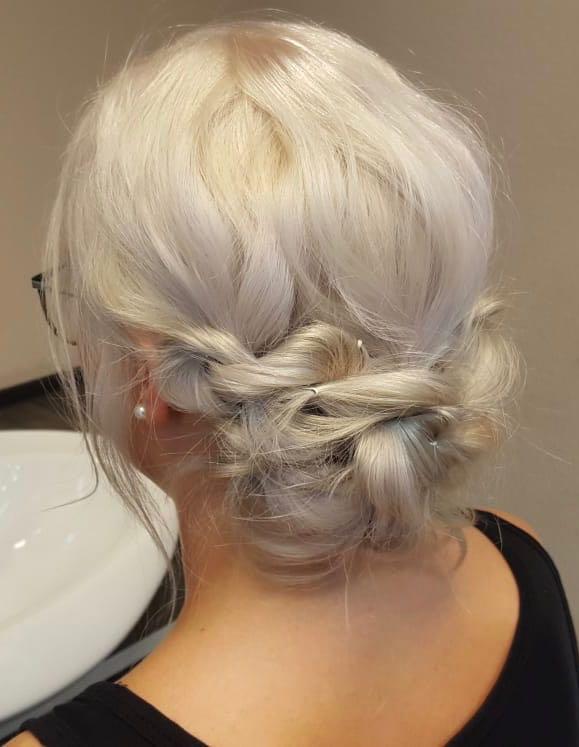 Locker Hochgesteckte Frisur Friseur Kosmetik Eg Charmant